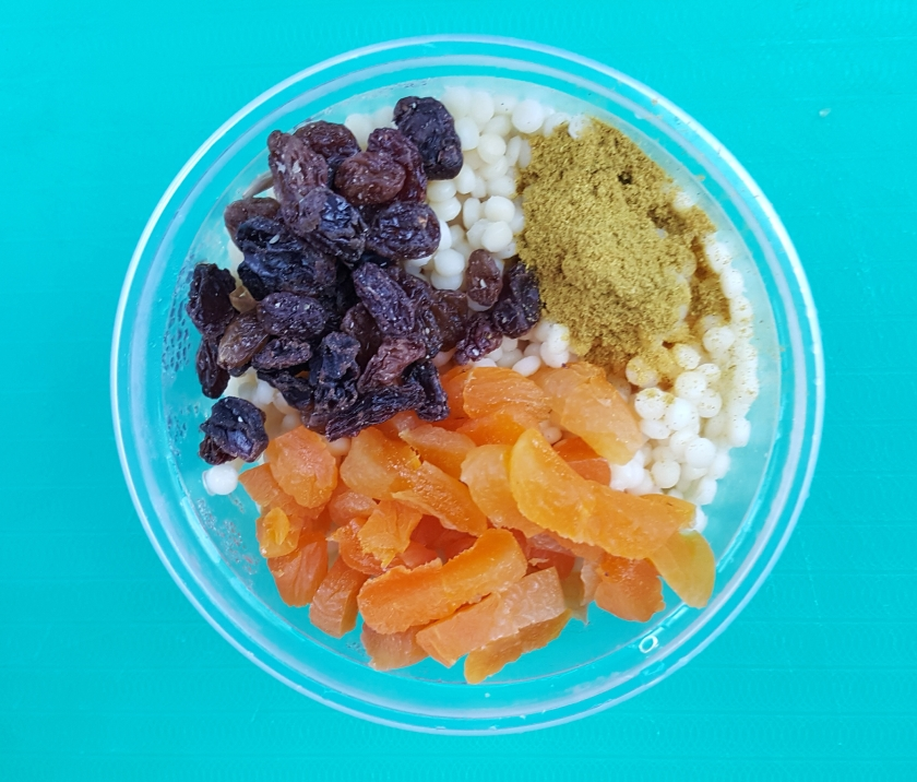 Couscous, dried fruit, curry, Delalicious